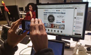 Guardian Australia journalists in the Sydney office react as the leap second passes by on July 1, 2015. News editor Mike Ticher takes a photo of his screen showing his online clock has stopped working three seconds short of the event.