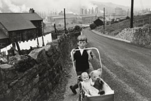 Caption: Wales, 1965 © Bruce Davidson / Magnum Photos courtesy Howard Greenberg Gallery / Huxley Parlour Gallery