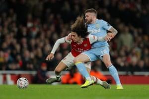 Arsenal's Matteo Guendouzi fight for the ball with Stuart Dallas.