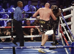 Fury corners his opponent in the seventh round and Wilder's corner throw in the towel, causing the referee to stop the fight.