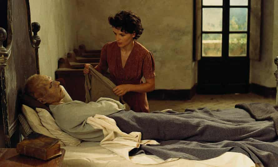 Ralph Fiennes and Juliette Binoche in the 1996 adaptation of The English Patient.