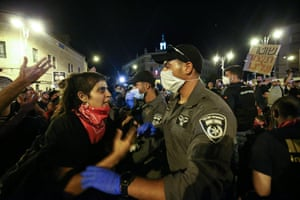 Security forces intervene as protesters gather to demonstrate against the government's mismanagement of the fight against the Covid-19 and to demand the resignation of prime minister Binyamin Netanyahu in front of his residence in West Jerusalem