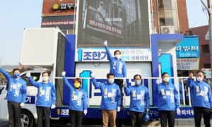 Campaigners of Cho Han-ki of South Korea's ruling Democratic Party seek citizens' support at a square in Seosan, South Korea, 02 April 2020.