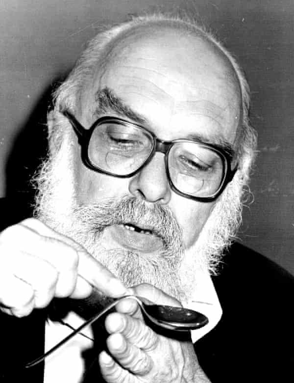 James Randi demonstrating the art of spoon bending in 1980.