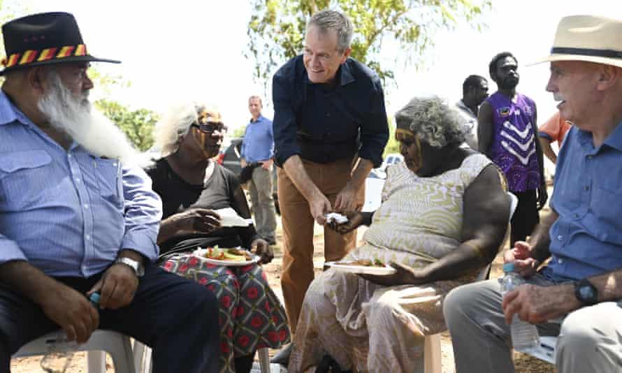 Bill Shorten gets Tiwi Island elders a plate of food during a community barbecue on Bathurst Island near Darwin