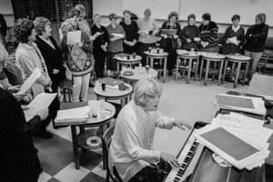 Cwm. The women's choir. 1998