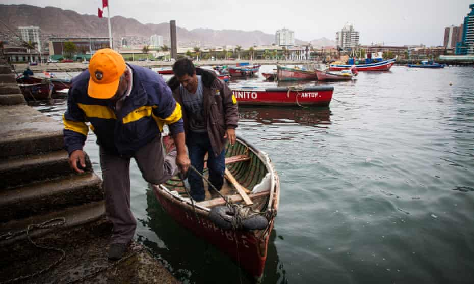 Antofagasta fisherman Eduardo Muñoz says the water desalination plant has cut his catch by half.
