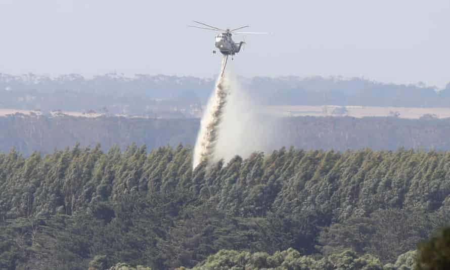 Helicopter fights fires near Cobden