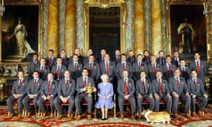 The Queen meets the 2003 Rugby World Cup team.