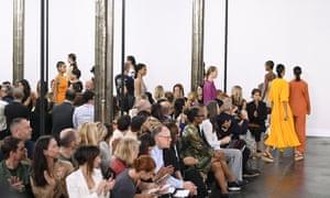 Tuần lễ thời trang New York, buổi trình diễn catwalk trung tính carbon đầu tiên, được tổ chức bởi Hearst vào tháng 9 năm 2019