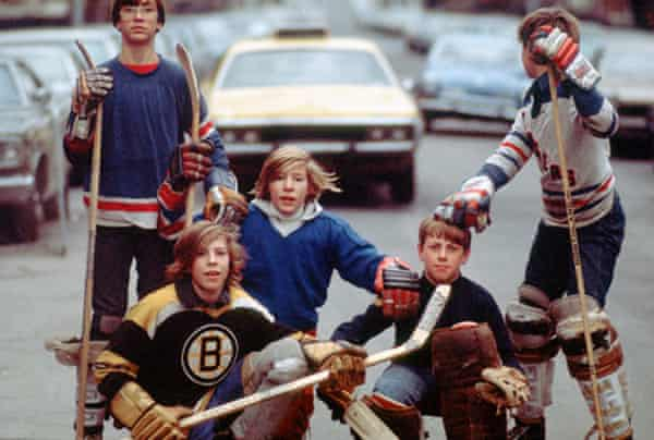Kids play street hockey in 1976.