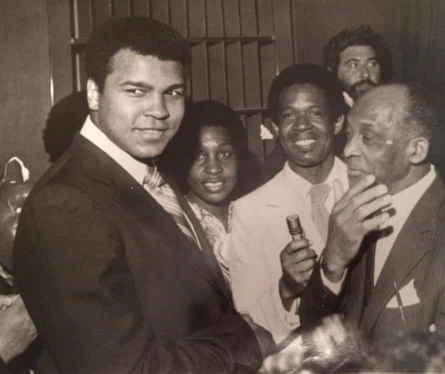 Pascall (centre) interviews Muhammad Ali (left).