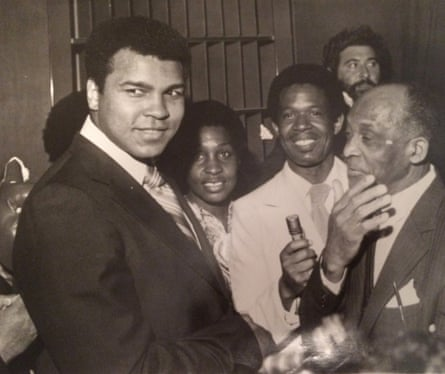 Pascall (centre) interviews Muhammad Ali (left).