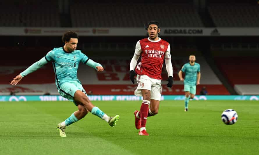 Trent Alexander-Arnold of Liverpool crosses against Arsenal watched by Pierre-Emerick Aubameyang