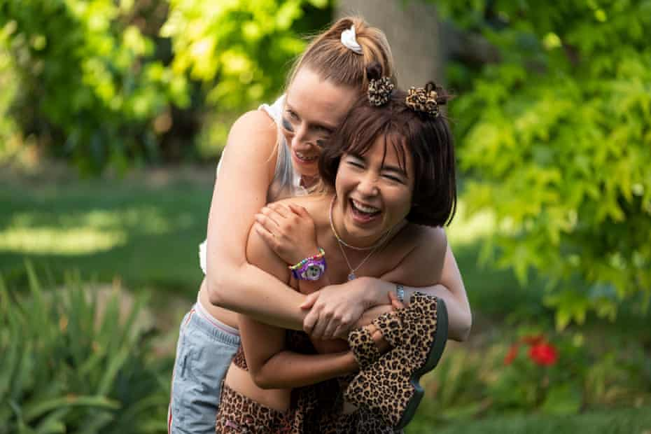 Anna and Maya in PEN15.
