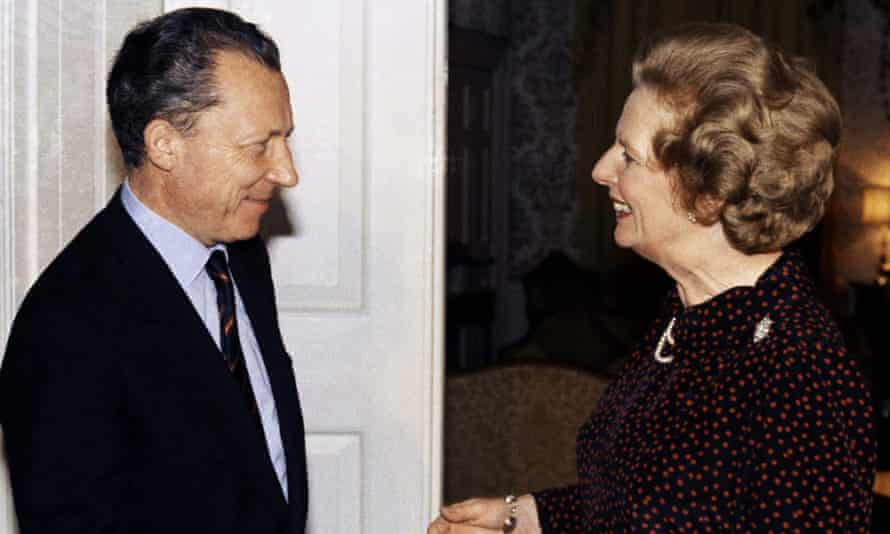 Jacques Delors and Margaret Thatcher at No 10 in October 1984.