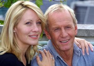 Paul Hogan with Linda Kozlowski in 2001.