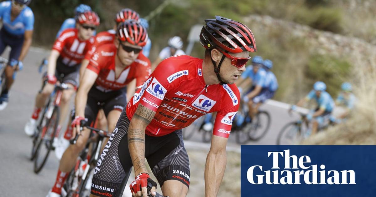 Nicolas Roche taken to hospital after crash during the Vuelta a España