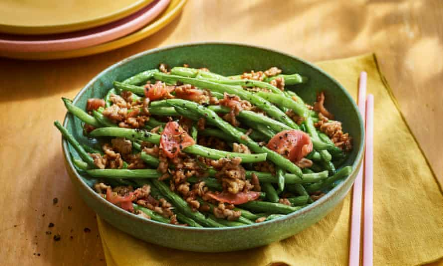 Dry-fried French beans with minced pork.