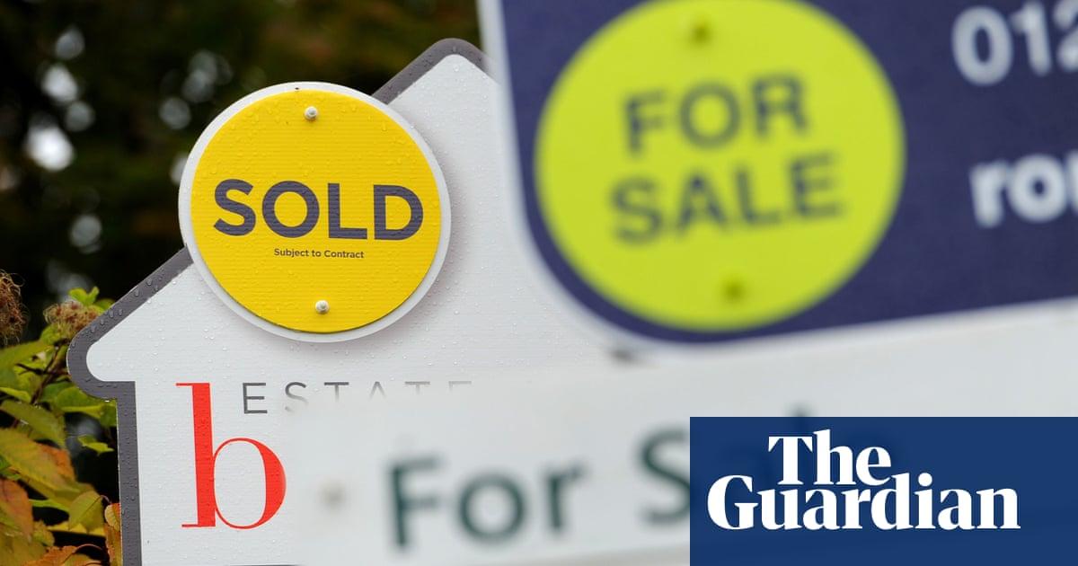 Housing market: average UK asking price dips £10,000