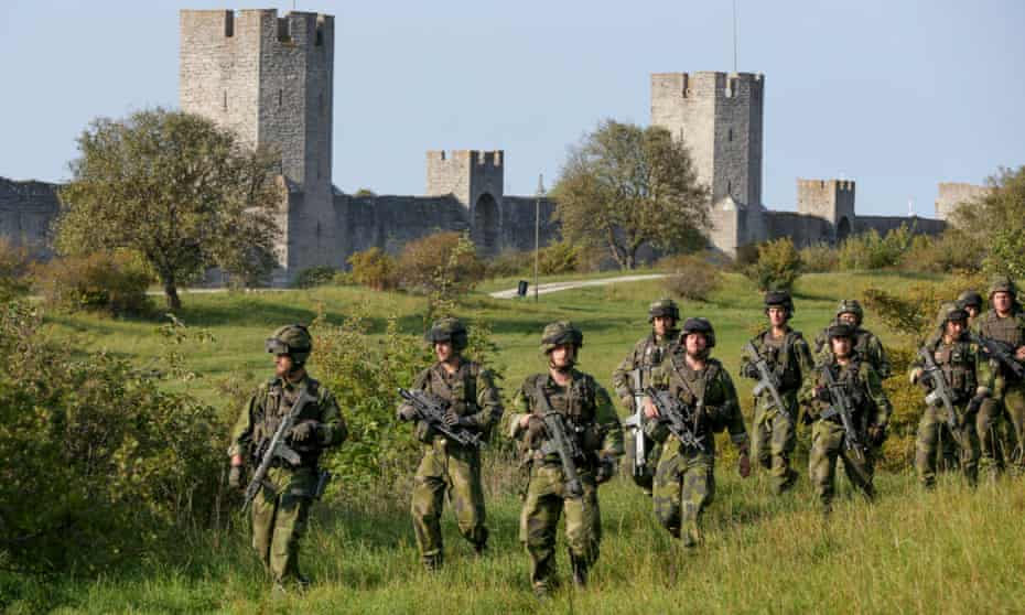 Swedish soldiers on manoeuvres