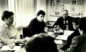 Christopher Steele in early 1991, with newspaper editors in the Tatar city of Kazan.