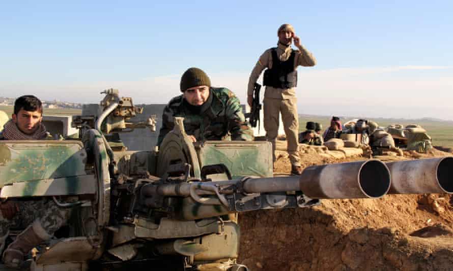 Kurdish peshmerga forces take up positions in northern Iraq