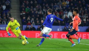Vardy scores the equaliser for the Foxes.