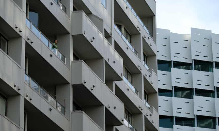 New Zealand In Lockdown As State Of National Emergency Comes Into Effect Amid Coronavirus PandemicAUCKLAND, NEW ZEALAND - MARCH 26: An occupant of an apartment in New Zealand's busiest city looks out from her balcony on March 26, 2020 in Various Cities, New Zealand. New Zealand has gone into lockdown as the government imposes tough restrictions to stop the spread of COVID-19 across the country. Prime Minister Jacinda Ardern on Wednesday declared a State of National Emergency which came into effect at midnight along with lockdown measures. An Epidemic Notice has also been issued to help ensure the continuity of essential Government business. Under the COVID-19 Alert Level Four measures, all non-essential businesses are closed, including bars, restaurants, cinemas and playgrounds. Schools are closed and all indoor and outdoor events are banned. Essential services will remain open, including supermarkets and pharmacies. Lockdown measures are expected to remain in place for around four weeks, with Prime Minister Jacinda Ardern warning there will be zero tolerance for people ignoring the restrictions, with police able to enforce them if required. New Zealand currently has 205 confirmed cases of COVID-19. (Photo by Bradley White/Getty Images)