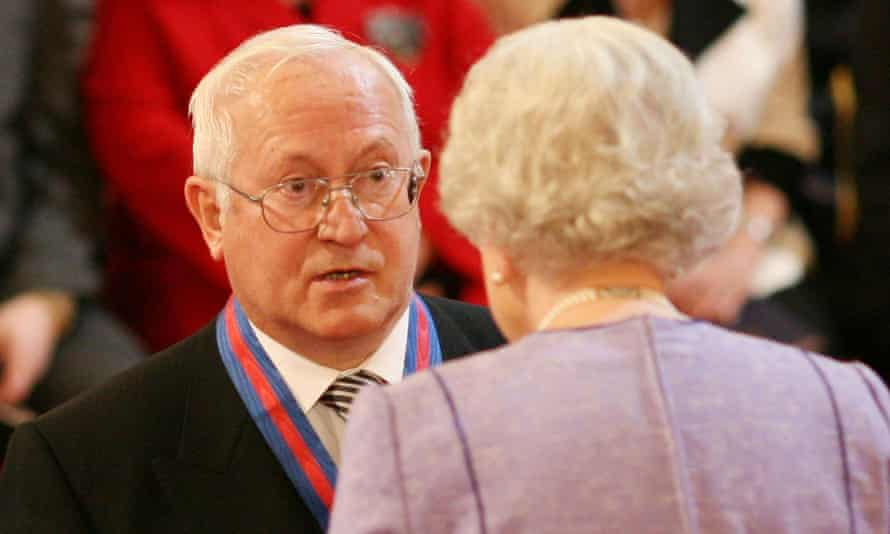 Oleg Gordievsky receiving an award from the  Queen in 2008
