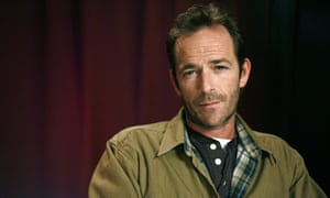 Luke Perry: tweets told of him calming kids down with balloons on a plane.