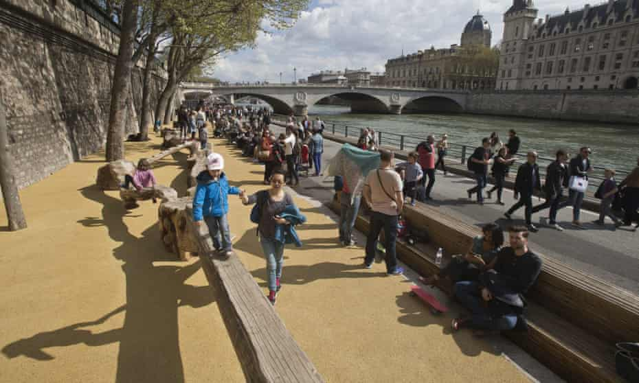 The mayor of Paris, Anne Hidalgo, has unveiled a new car-free zone along the Seine river to fight pollution