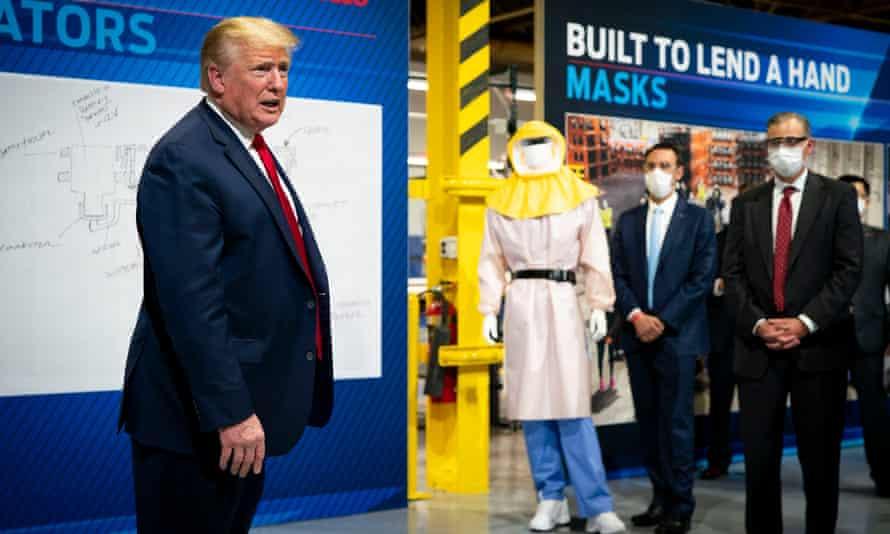 Former mask refusnik Donald Trump in Michigan, 21 May.