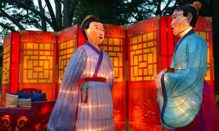 Handmade Chinese couple lanterns in Auckland Lantern Festival