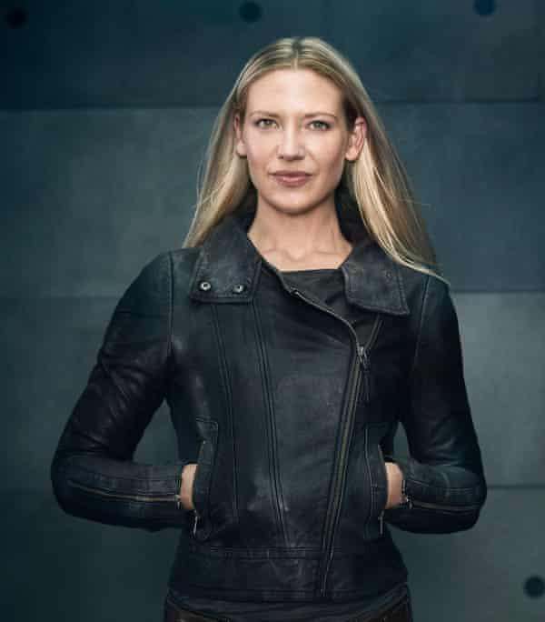 Anna Torv as Agent Olivia Dunham in season five of Fringe.