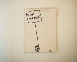 A Post-it with a cartoon man holding a banner saying 'Vive Maryse'