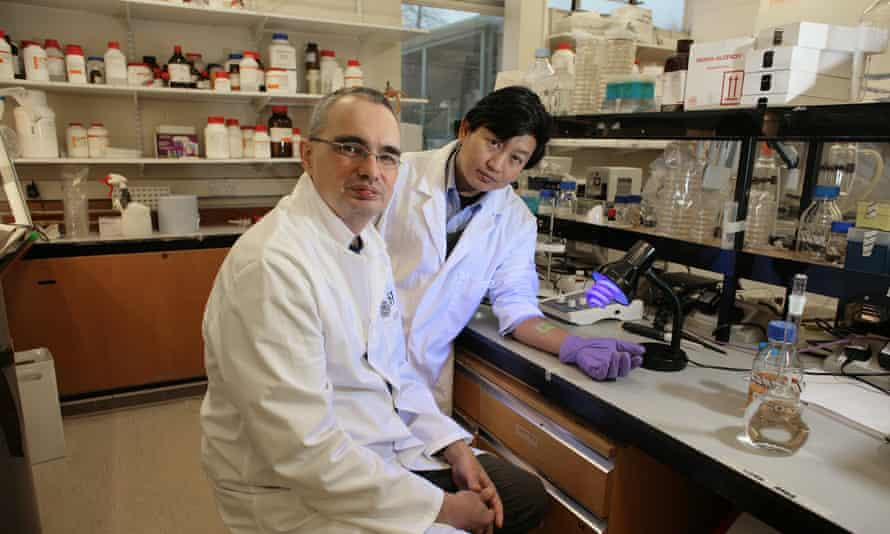Dr Toby Jenkins and Dr Thet Naing Tun in their Bath university lab