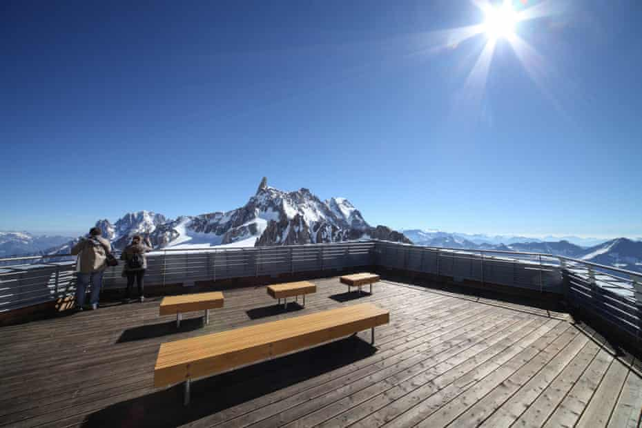 Skyway's panoramic platform, with views of Mont Blanc's Brenva face.