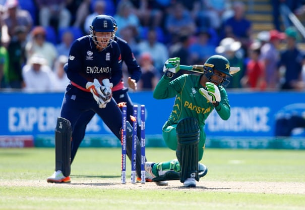 Pakistan power into Champions Trophy final after hammering