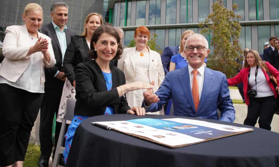 Gladys Berejiklian and Malcolm Turnbull sign the western Sydney city deal at the Werrington Park corporate centre on Sunday.