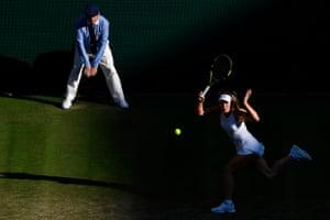 Caroline Wozniacki returns the ball to Veronika Kudermetova.