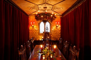 The Welsh castle dining room</strong>