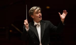 Edward Gardner conducting the City of Birmingham Symphony Orchestra.