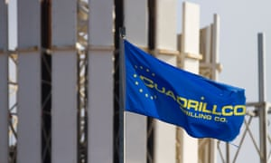 Cuadrilla Resources Flag and rig in Grange Hill, Poulton le Flyde, Blackpool, England, UK.