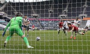 Edinson Cavani of Manchester United scores his team's second goal.