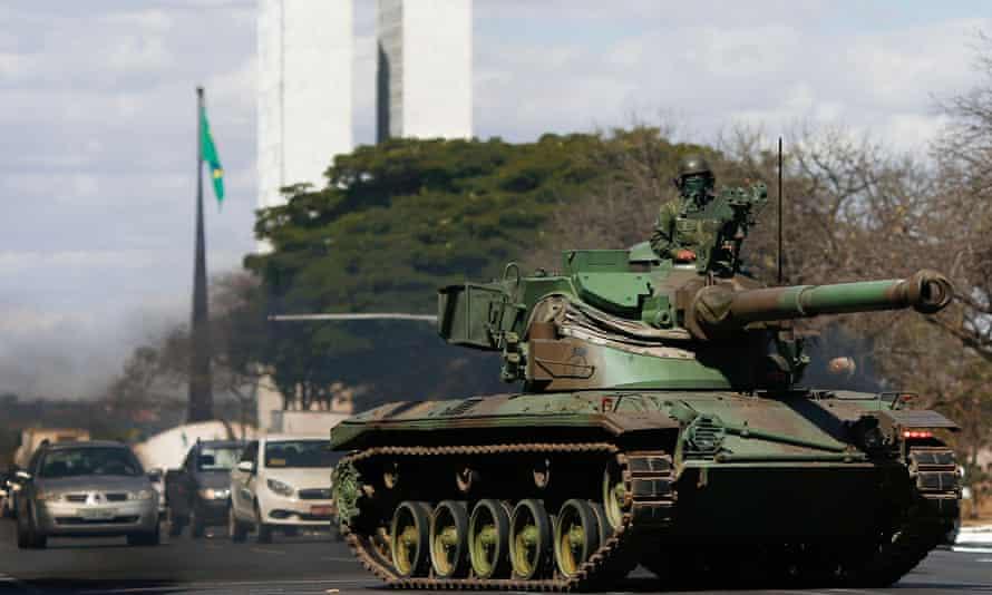 Brazilian tanks pass next to the National Congress.