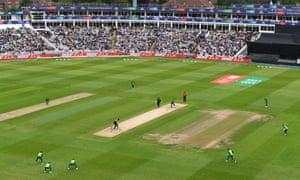 Lungi Ngidi of South Africa bowls to New Zealand's Martin Guptill.