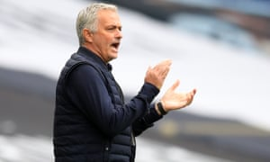José Mourinho encourages his Tottenham players during their victory against Leicester last week.