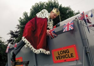 2013 King of Dove Holes, Derbyshire, Tom Green alights his carriage