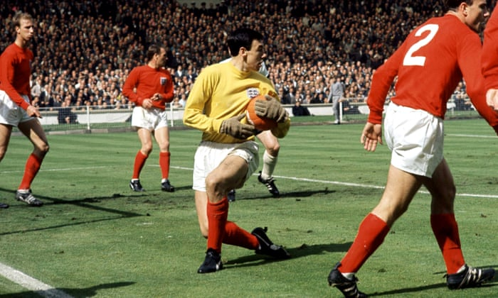e8e885e21 Pelé leads Gordon Banks tributes as England World Cup winner dies aged 81